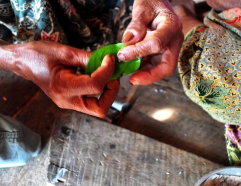 rolling betel